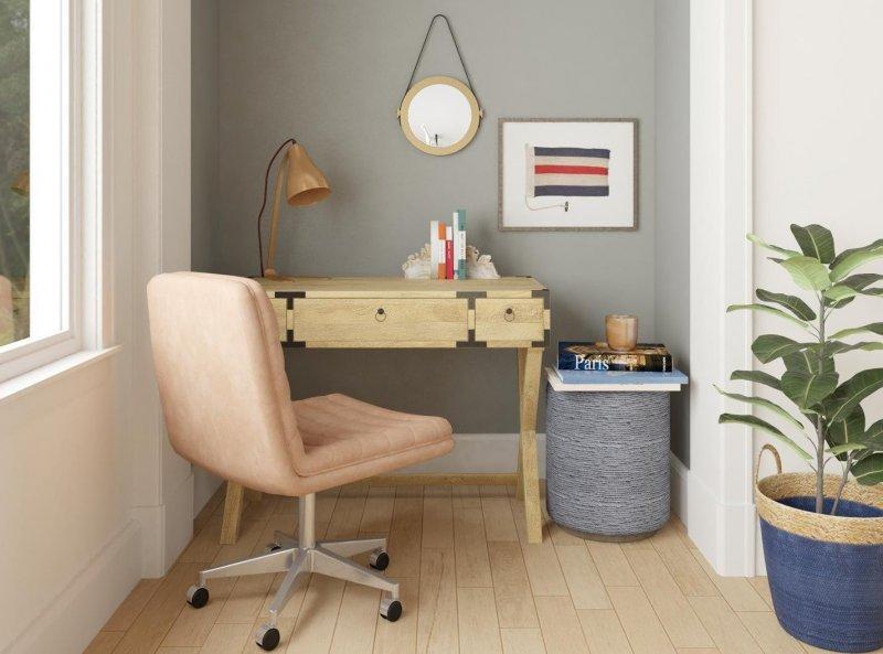 Cloffice, oficina en casa dentro de un armario con una tabla de madera y un ordenador