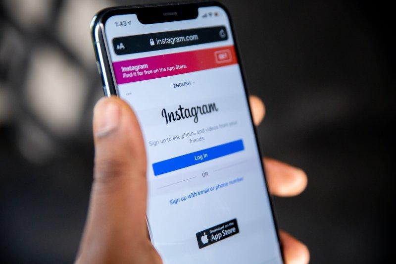 Pantalla de smartphone con la aplicación de Instagram