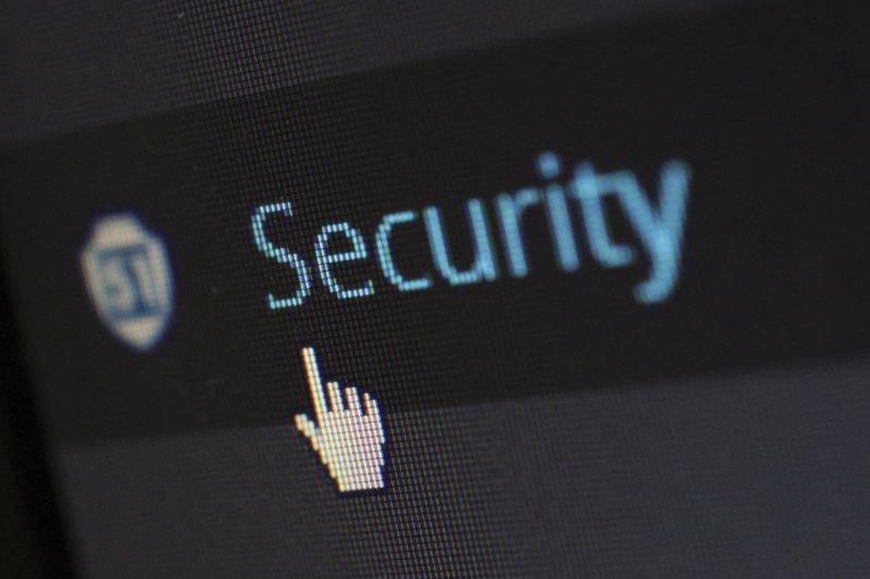 pantalla de ordenador con el cursor del ratón en la palabra seguridad